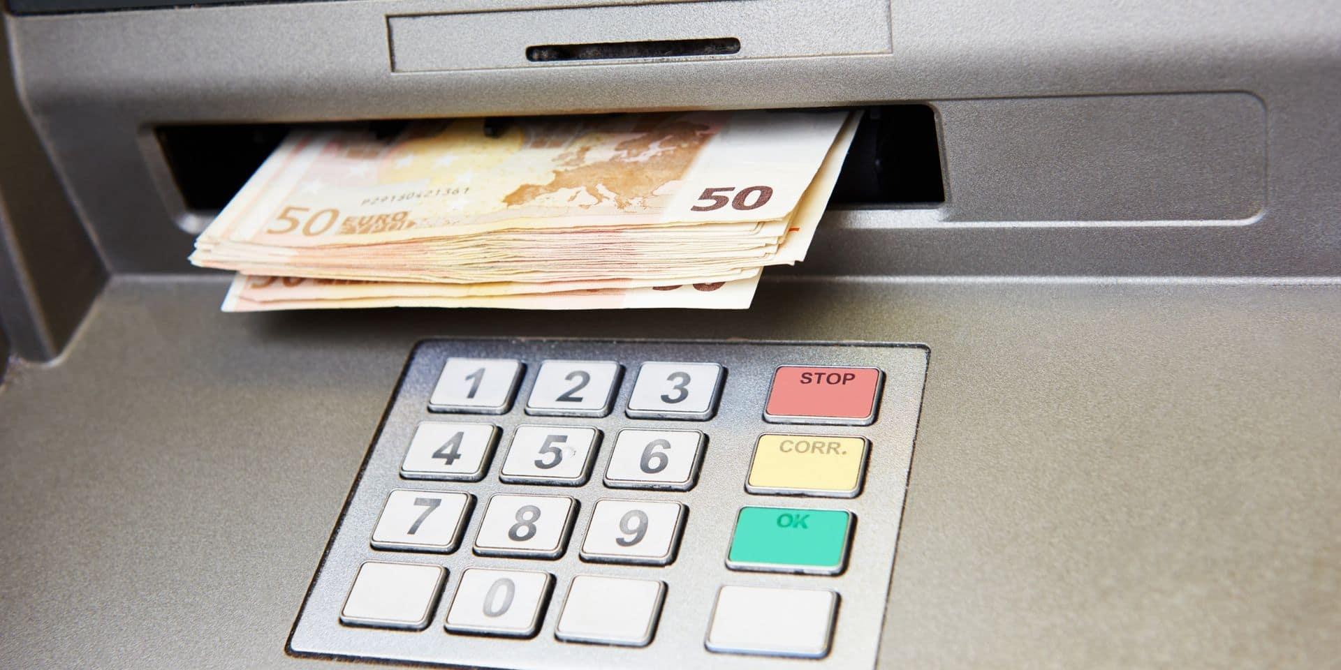 Les 4 grandes banques du pays s'unissent pour un réseau de distributeurs de billets commun