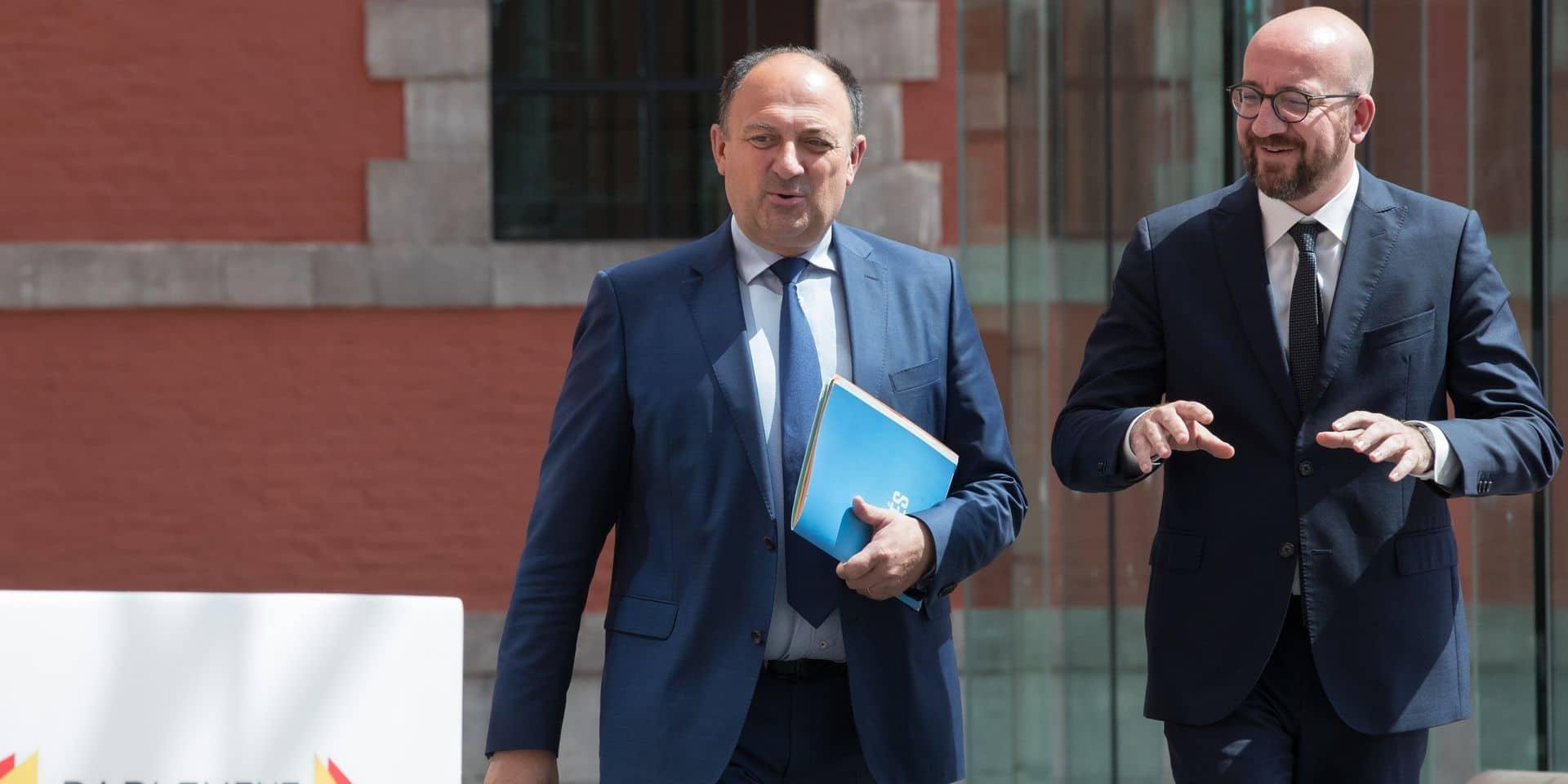 Le MR écarté à Bruxelles reprend les négociations en Wallonie