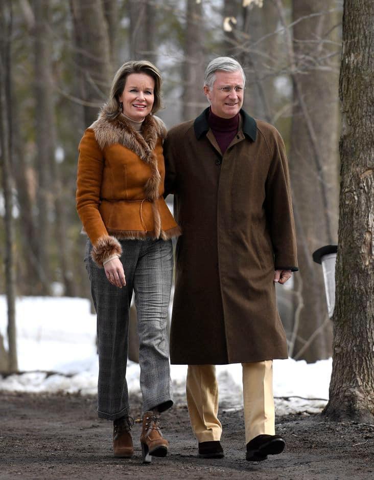 On a aimé sa tenue plus casula pour marcher dans la forêt canadienne.