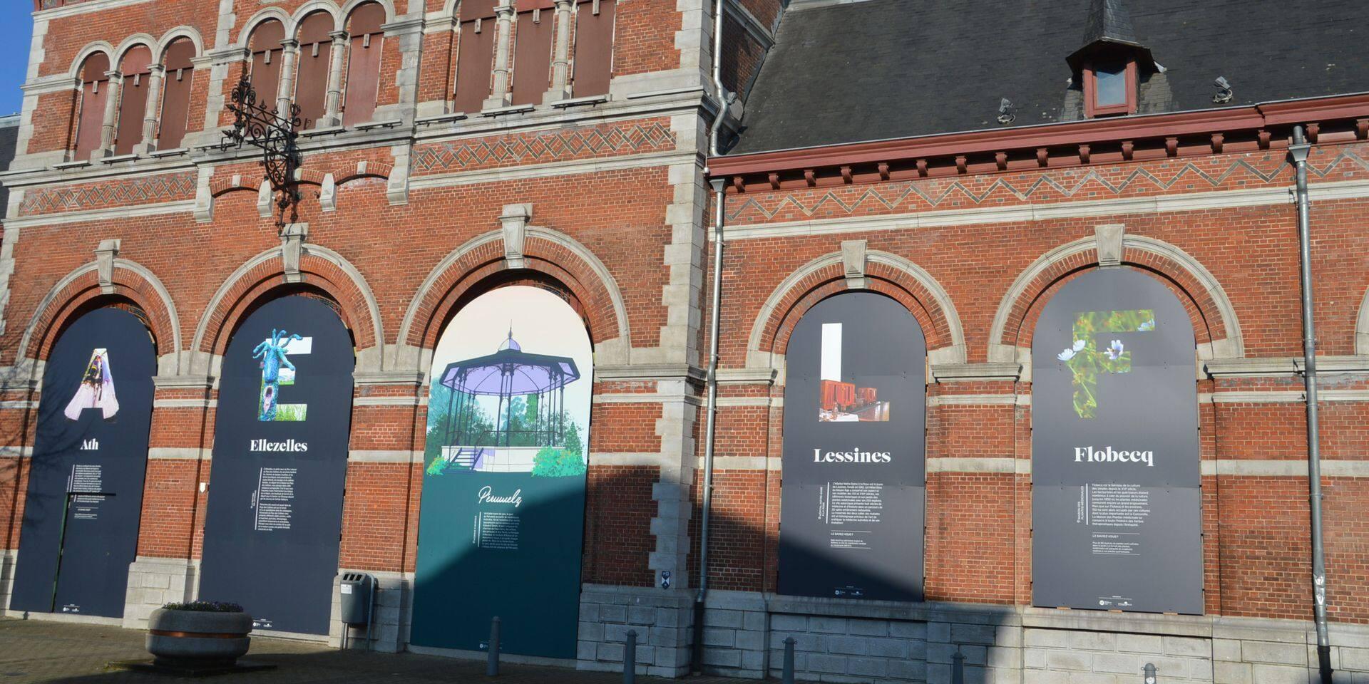 Des panneaux dédiés à l'entité de Péruwelz et aux autres communes de la région.