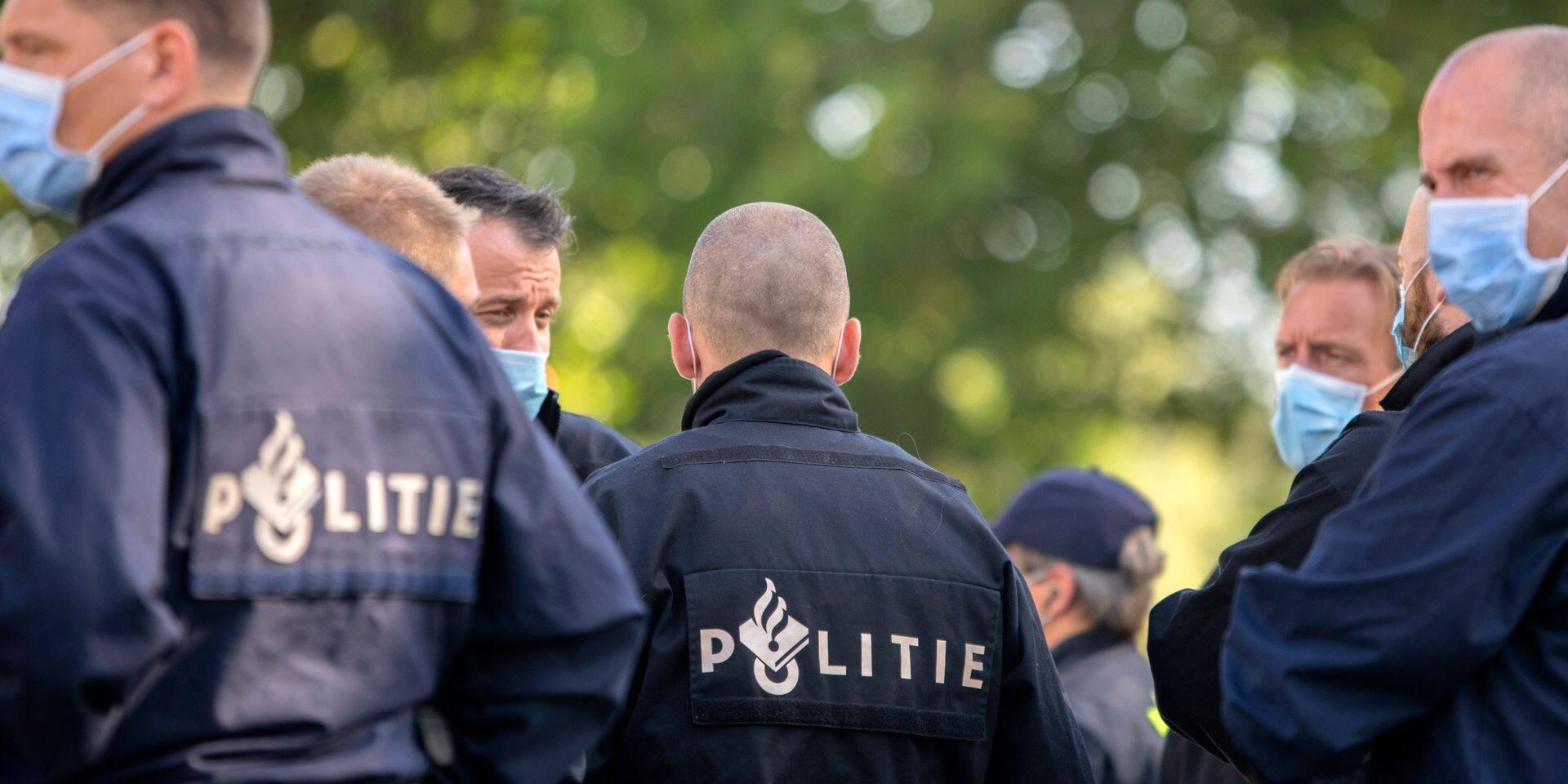 """Un hôpital néerlandais attaqué par des émeutiers, la police craint des troubles pour les jours et semaines à venir: """"Il est terrible que nous soyons maintenant des cibles"""""""