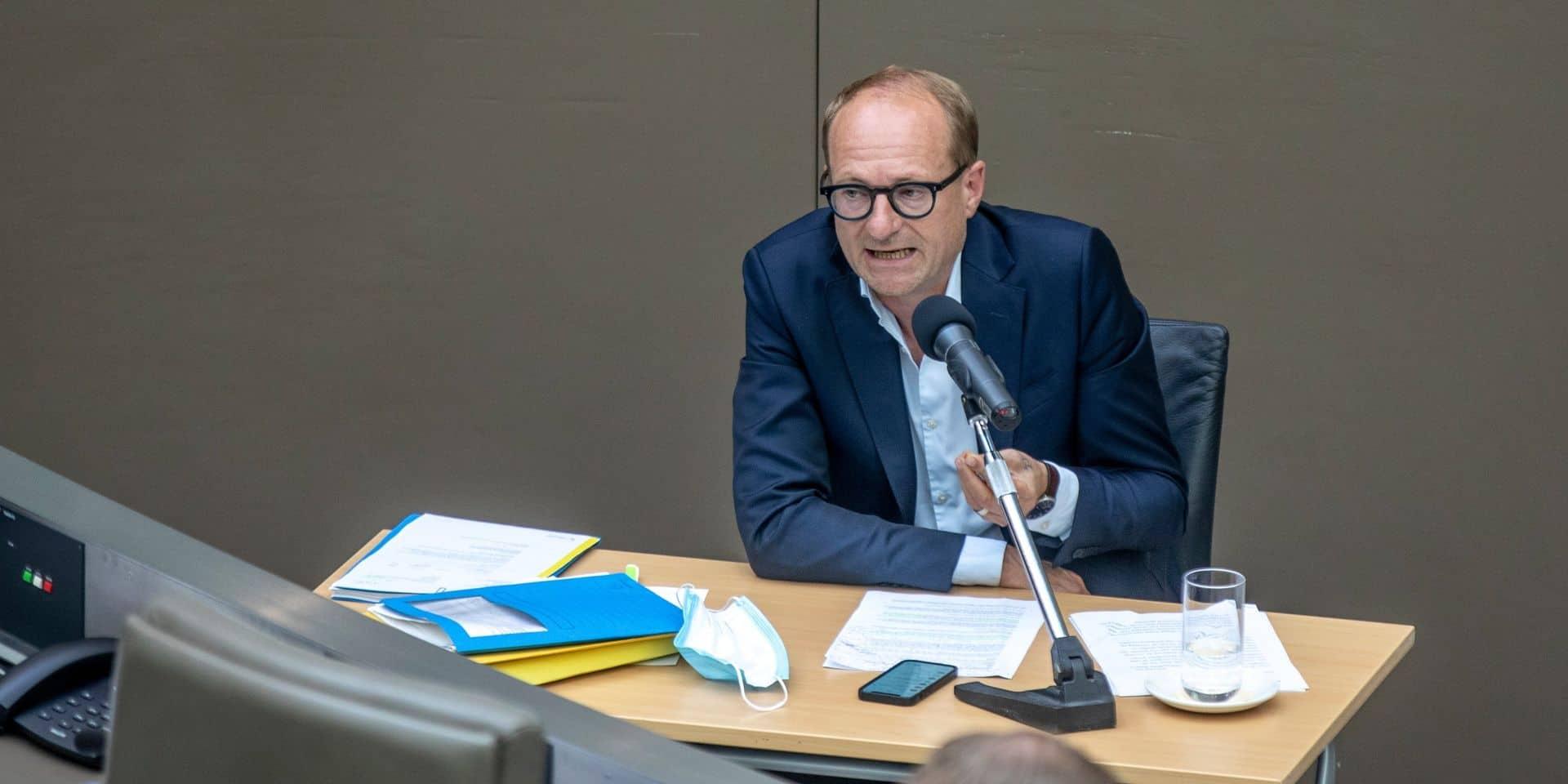 """Les enseignants de groupe à risque refusant le vaccin doivent retourner à l'école en Flandre: """"Après tout, ils ont eu l'occasion de recevoir ce vaccin"""""""