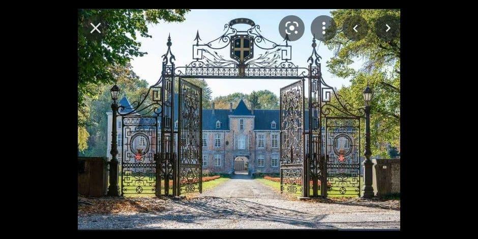 Château de Haltinne : la grille d'entrée classée