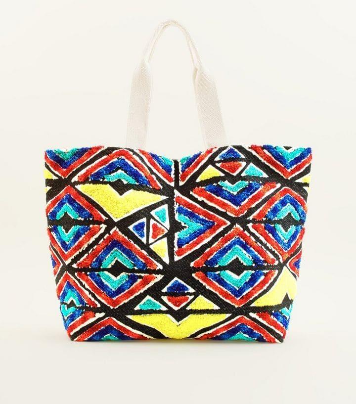Sac de plage multicolore à motif géométrique et texture, New Look, 29,99 euros.
