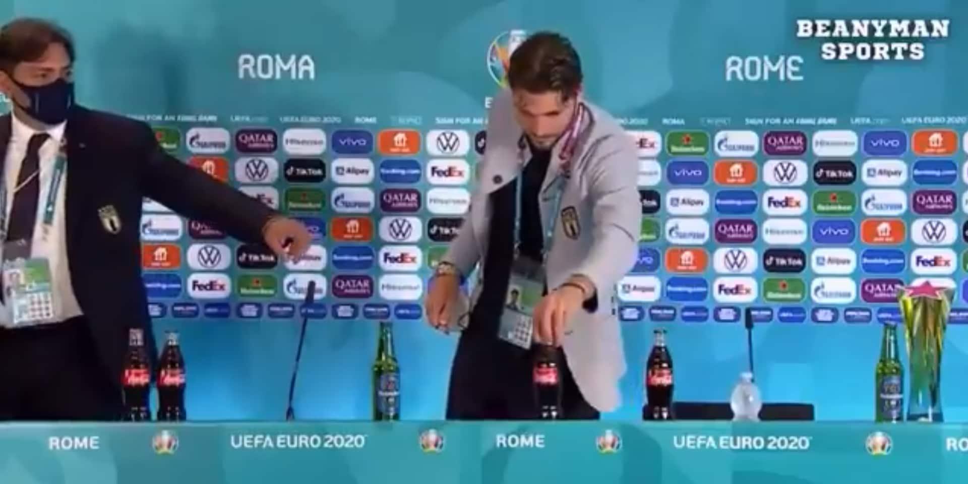 Ronaldo a lancé une mode: Locatelli retire lui aussi les bouteilles de Coca-Cola en conférence de presse (VIDEO)