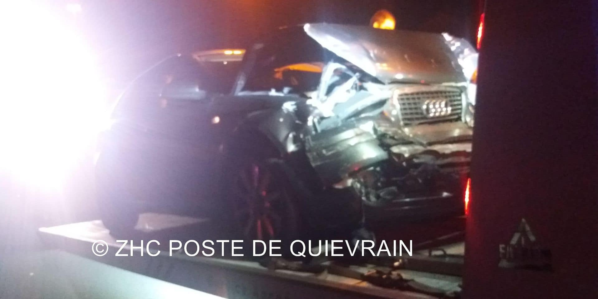 Dour: après avoir percuté une remorque, le véhicule termine dans la barrière de sécurité