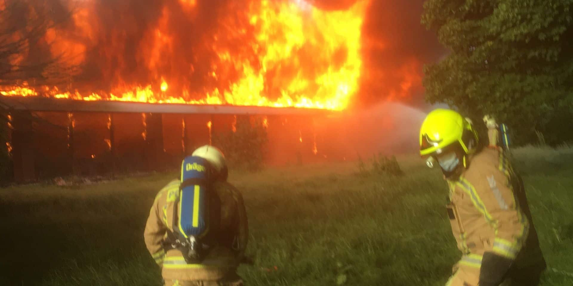Incendie spectaculaire à la piscine Aqua 2000 de Gosselies