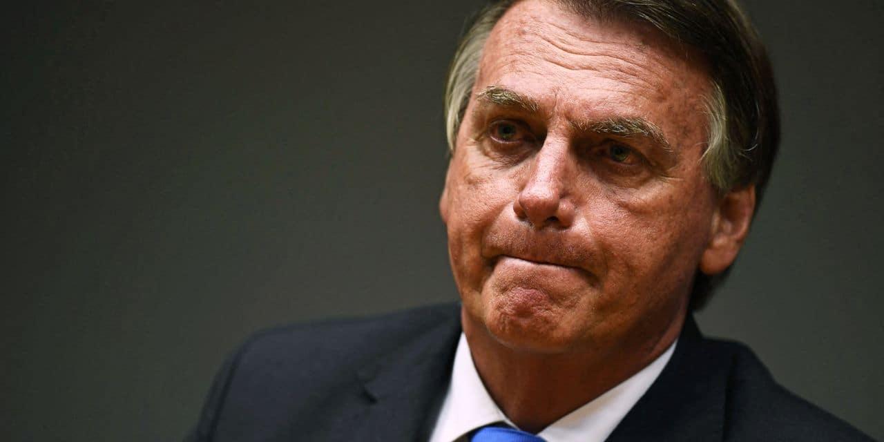 """Lourdement incriminé pour sa gestion de la pandémie, Bolsonaro crie à la """"mascarade"""""""