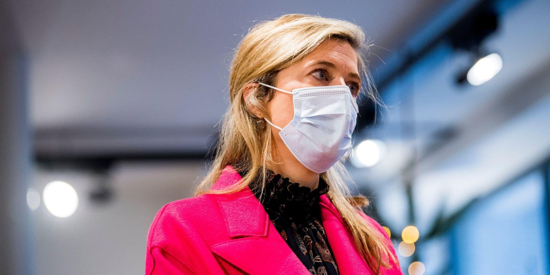 """Annelies Verlinden met les Belges en garde: """"Les hôpitaux et l'économie ne sont plus en mesure de faire face à une troisième vague"""""""