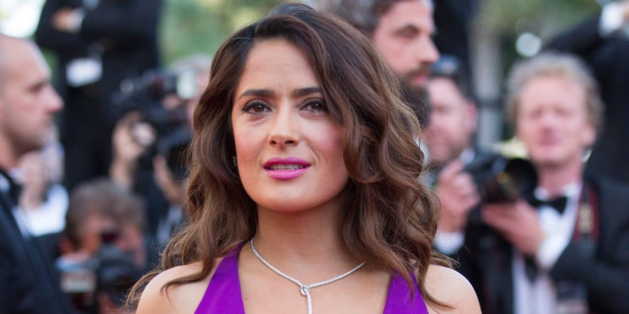 Salma Hayek va produire une série où elle fera parler... des seins
