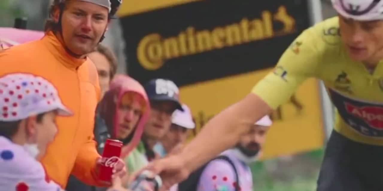 Un jeune supporter du Tour de France émerveillé après avoir reçu le bidon de Mathieu Van der Poel (VIDÉO)
