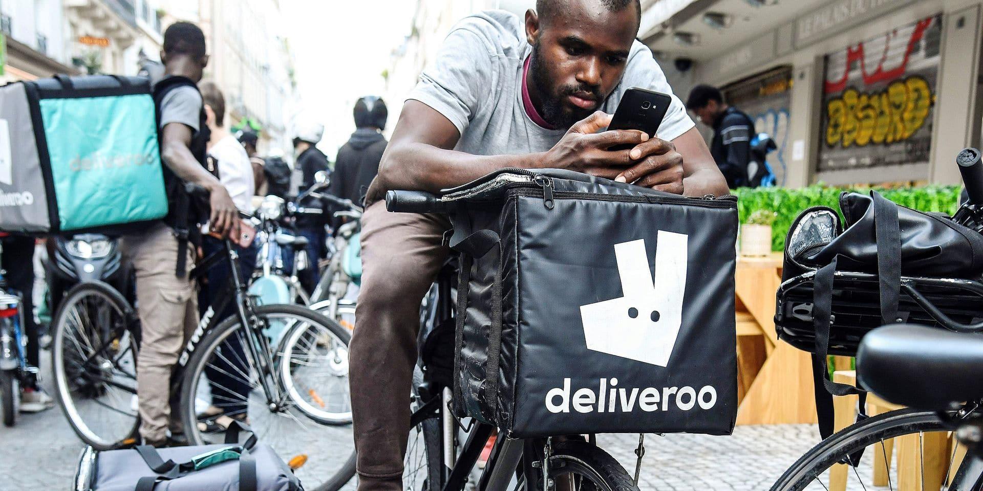 """Les coursiers livreurs n'en peuvent plus de leur statut précaire: """"Les livreurs Deliveroo ne gagnent même pas 10 € de l'heure…"""""""