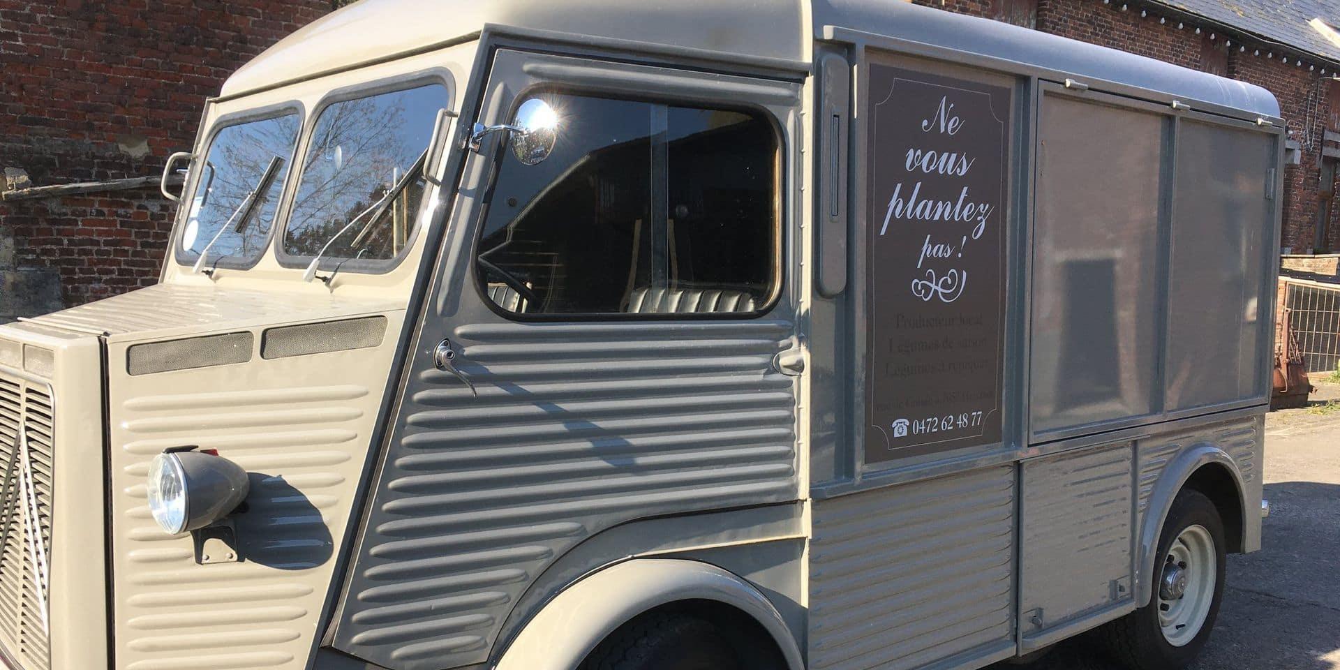 Jurbise: La camionnette de Louis la Brocante pour livrer les légumes