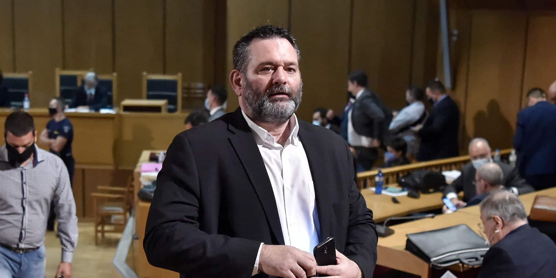 Visé par un mandat d'arrêt international, un eurodéputé grec d'extrême droite arrêté à Bruxelles