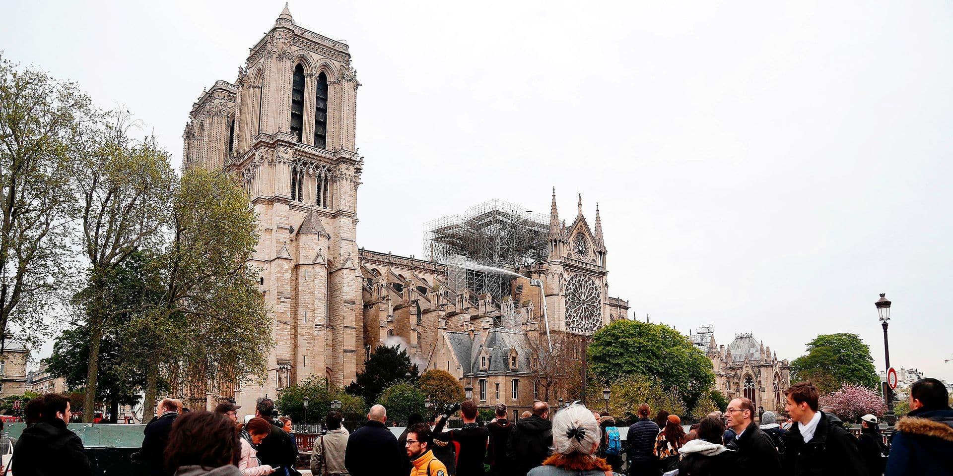 """""""Nous sommes tous des enfants de Notre-Dame"""": pourquoi l'incendie suscite autant de réactions"""