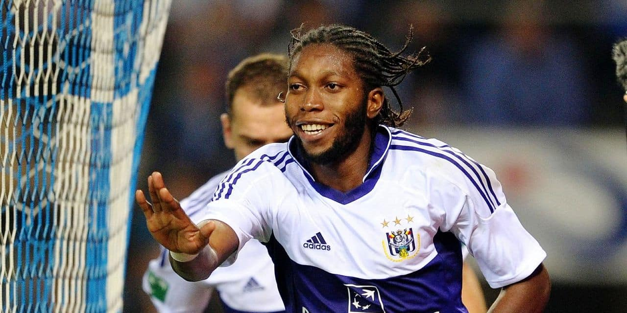 20111002 - GENK, BELGIUM: Anderlecht's Dieumerci Mbokani celebrates after he scored the 0-1 goal at the Jupiler Pro League match between KRC Genk and RSC Anderlecht, in Genk, Sunday 02 October 2011, on the ninth day of the Belgian soccer championship. BELGA PHOTO YORICK JANSENS