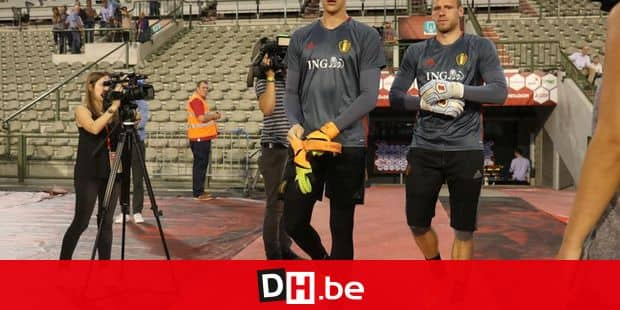 Belgium's goalkeeper Thibaut Courtois and Belgium's goalkeeper Matz Sels arrive for a training session of Belgian national soccer team Red Devils, on Wednesday 31 August 2016, in Brussels. The Red Devils are preparing for a friendly match against Spain tomorrow, and a World Championships 2018 Qualification game against Cyprus on September 6th. BELGA PHOTO VIRGINIE LEFOUR