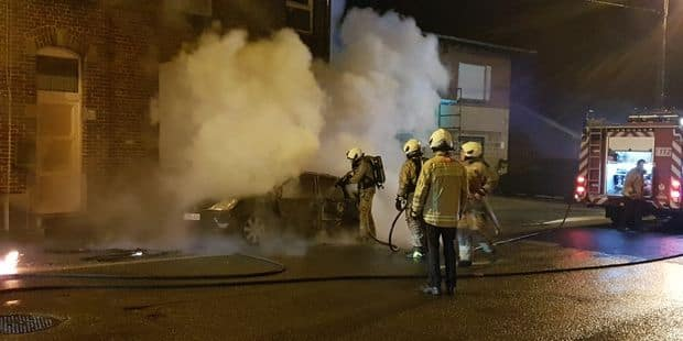 Forchies-la-Marche: une voiture détruite par les flammes - La DH