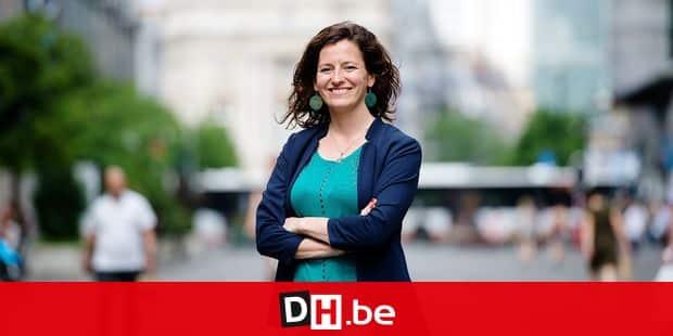 Bruxelles - Boulevard Anspach: Mathilde El Bakri (PTB) - Députée bruxelloise et future tete de liste à la ville de Brtuxleles en 2018