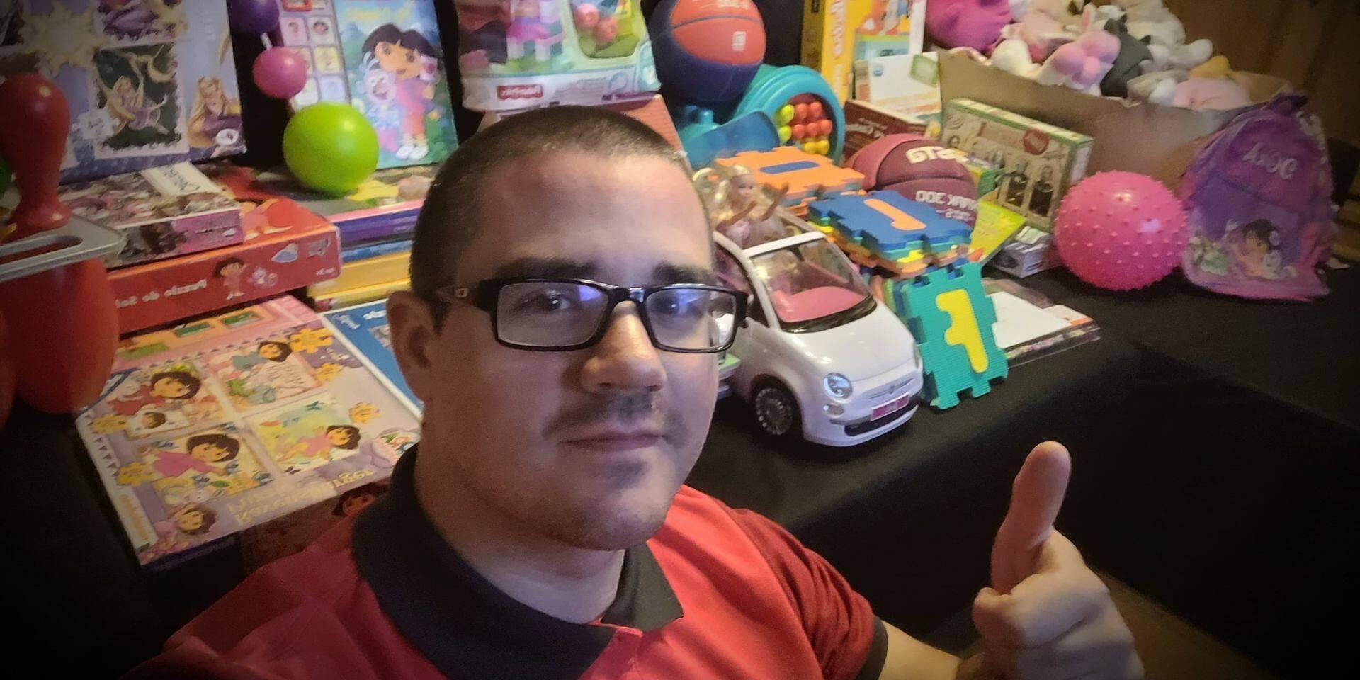 À Mons, un généreux facteur récolte des dons pour les enfants retirés de leur milieu familial