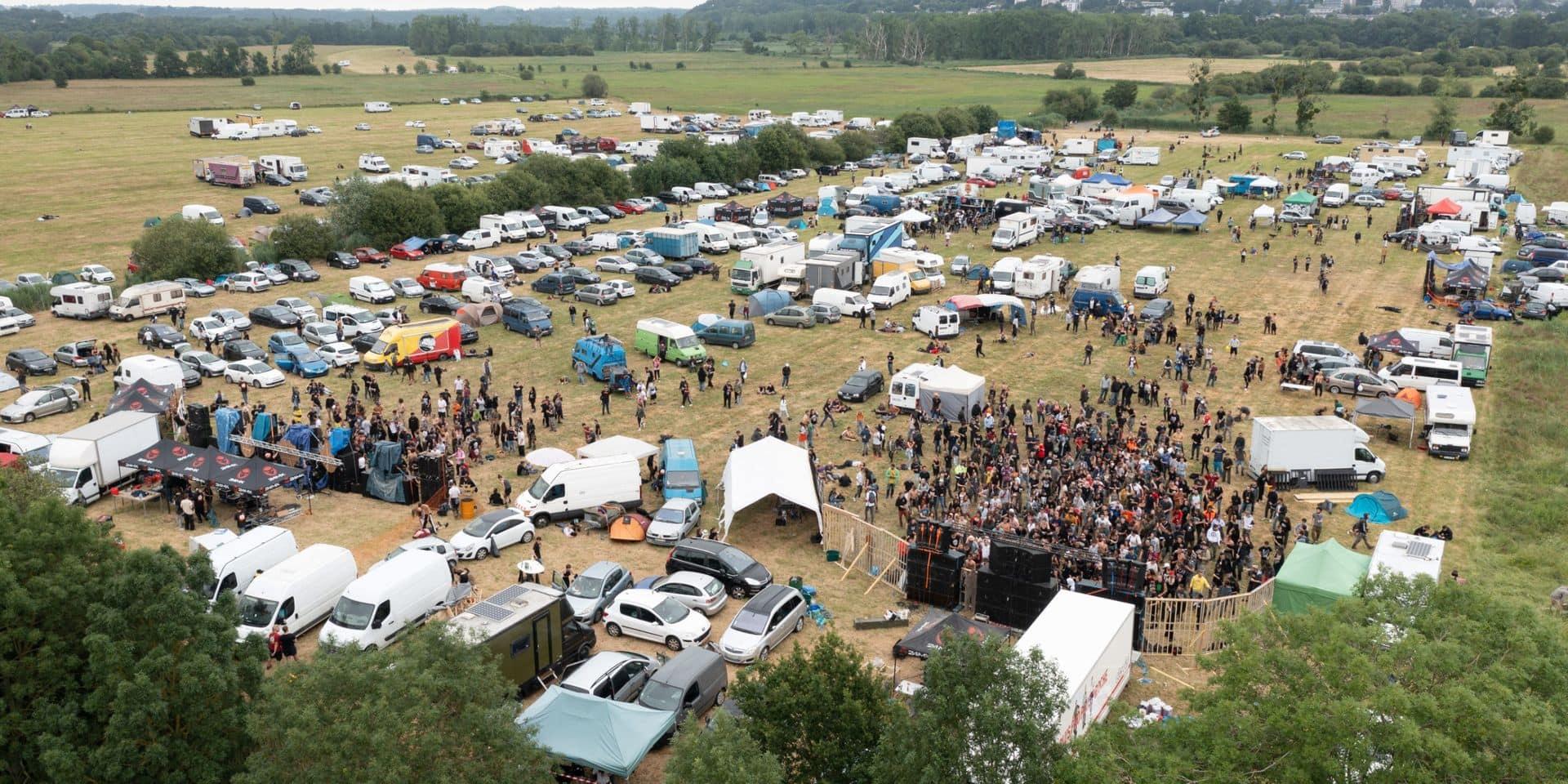 """Rave party illégale en Bretagne: l'évacuation """"est terminée"""", annonce le préfet"""