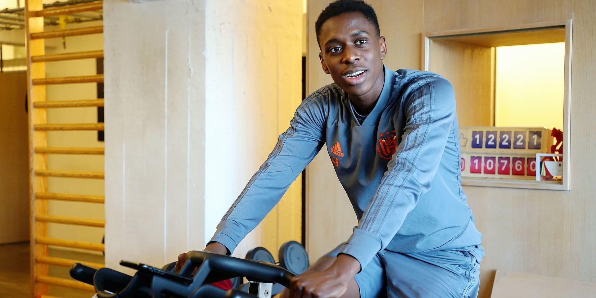 foot Sambi Lokonga rsc anderlecht à Anvers chez le kine