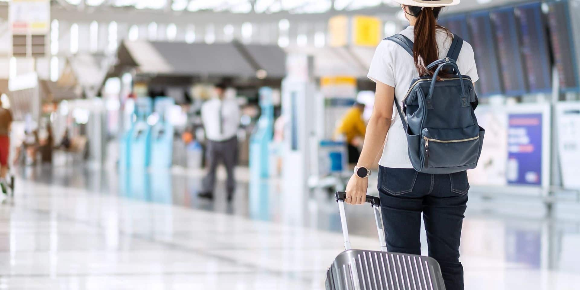 """""""Ce n'est pas la porte ouverte à faire n'importe quoi"""": malgré la levée de l'interdiction, les voyages à l'étranger restent déconseillés"""