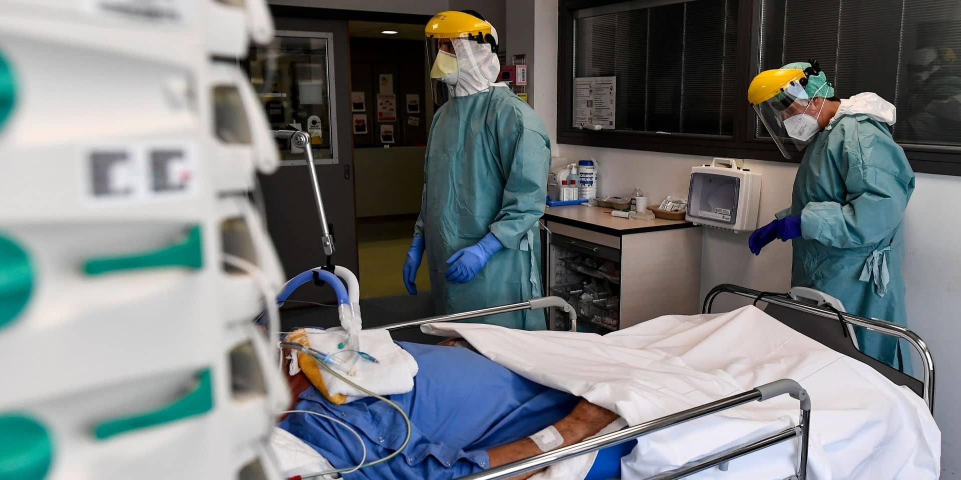 """""""Fiasco du testing"""", """"communication catastrophique"""" : la longue liste de problèmes lors de la crise du coronavirus en Belgique"""