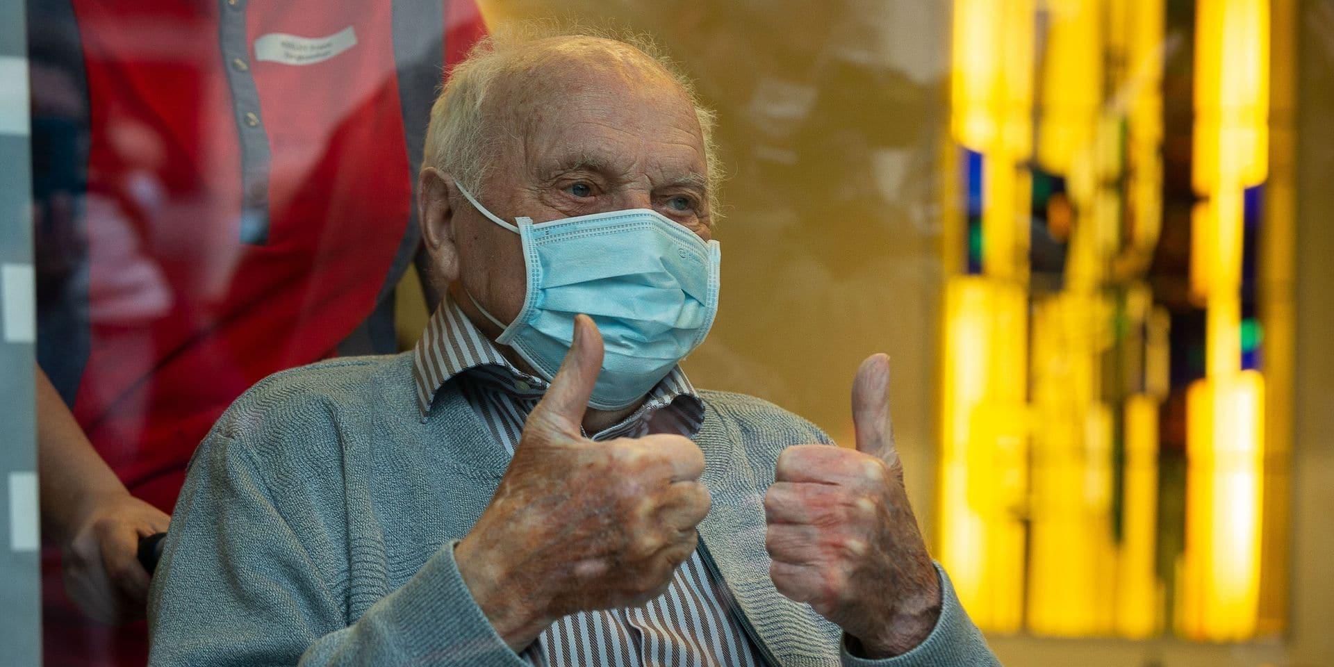 Jos Hermans est âgé de 96 ans.