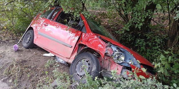 Voiture dans le fossé à Couillet : une conductrice blessée - La DH