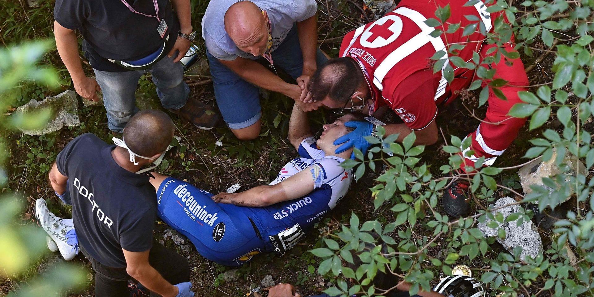 """Evenepoel très émotif après l'agitation autour de sa chute: """"J'ai pleuré dans les bras de mon père"""""""