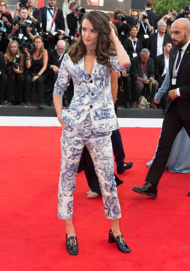 Charlotte Le Bon, ancienne Miss Météo devenue actrice à succès, était présente dans une combi Dior très chic.