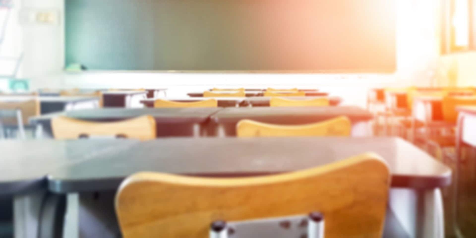 """Les écoles secondaires se préparent à redonner cours à distance : """"on est moins mal équipés qu'en mars, mais il ne faut pas rêver non plus"""""""