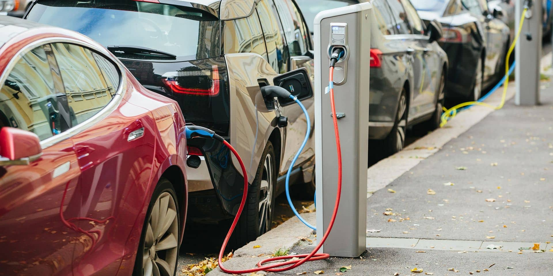 Charging,Modern,Electric,Cars,(new,Energy,Vehicles,,Nev),On,The