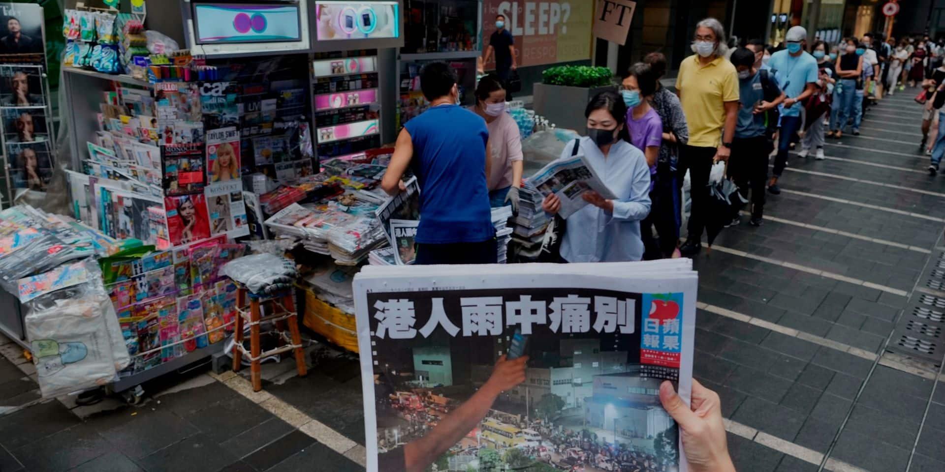 """Un autre ex-rédacteur en chef de l'Apple Daily arrêté à Hong Kong pour """"collusion avec les forces étrangères"""""""