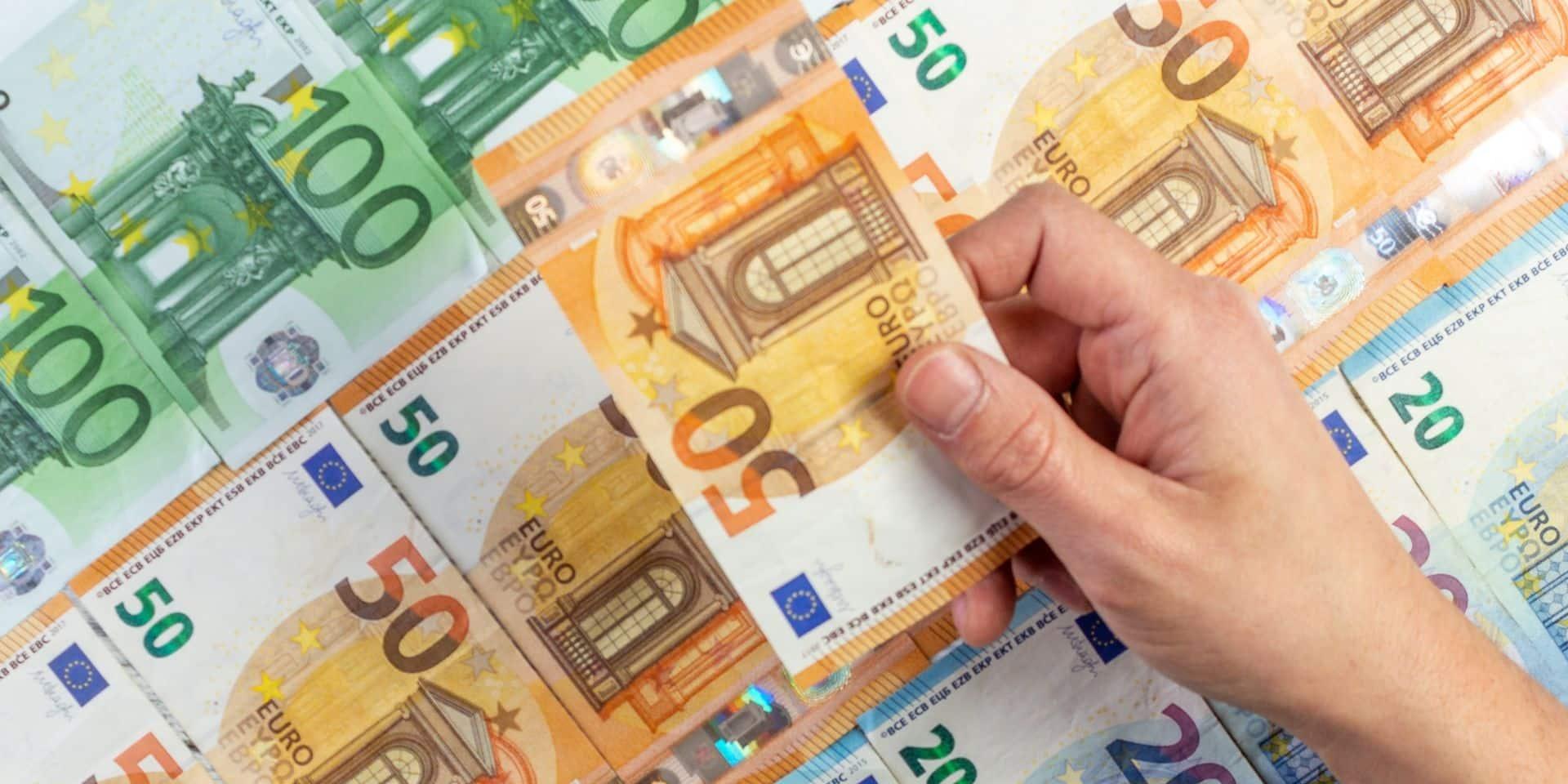Bruxelles: un escroc séducteur qui avait volé 330.000 euros à ses deux victimes écope de 4 ans