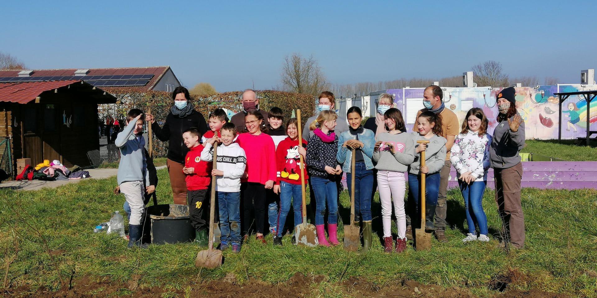 Les élèves de plusieurs écoles ont planté leurs arbres ou leurs haies