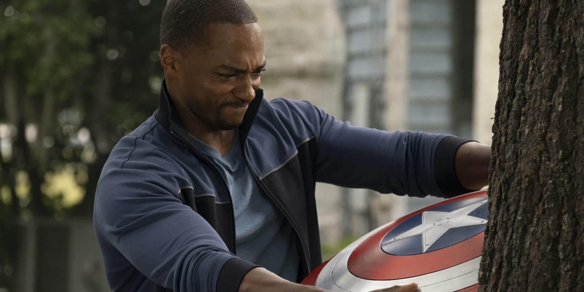 The Falcon and the Winter Soldier débute en force, mais le nouveau Captain America est couvert d'insultes