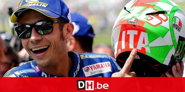 Movistar Yamaha's Italian rider Valentino Rossi celebrates his pole position at the end a Moto GP qualifying session in the Italian Grand Prix at the Mugello track on June 2, 2018. / AFP PHOTO / TIZIANA FABI