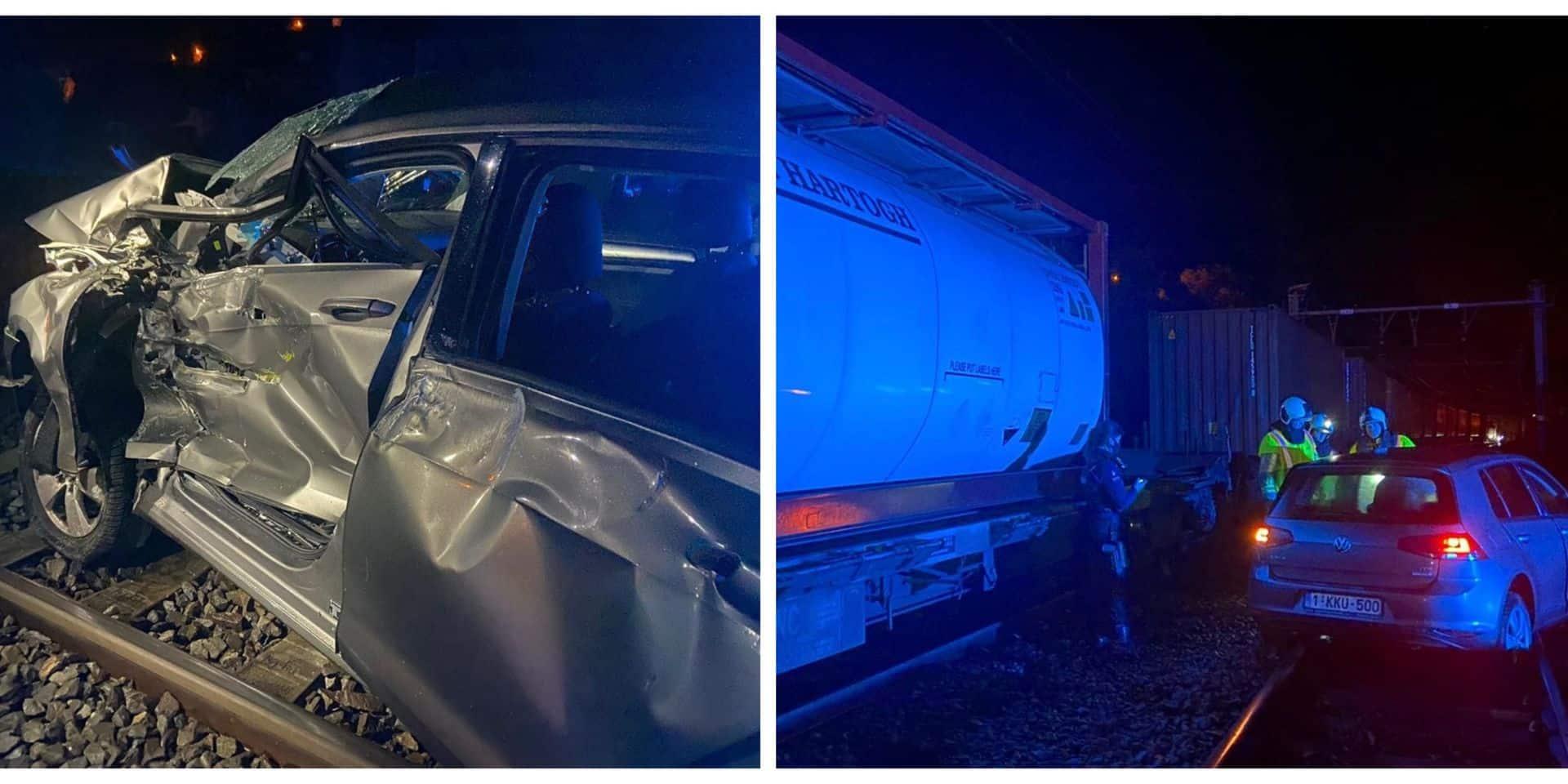 Voiture percutée par un train à Neffe (Dinant) : la conductrice s'en sort indemne !