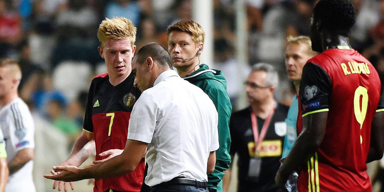 NICOSIA , CHYPRUS- SEPTEMBER 06 : Roberto Martinez head coach of Belgian Team and Kevin De Bruyne forward of Belgium during the International Qualifying Match group H for the FIFA World Cup 2018 in Russia between Cyprus and Belgium at the Neo GSP Stadium Nicosia on September 06, 2016 in Brussels, Belgium , 6/09/2016 ( Photo by Philippe Crochet / Photonews