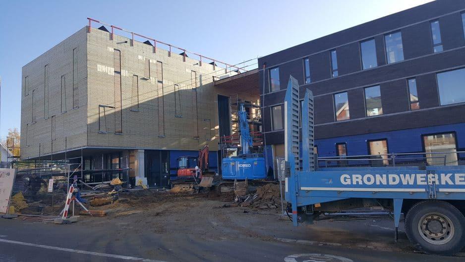 Visite sur le chantier de l'école de Mont-Saint-Jean à Waterloo