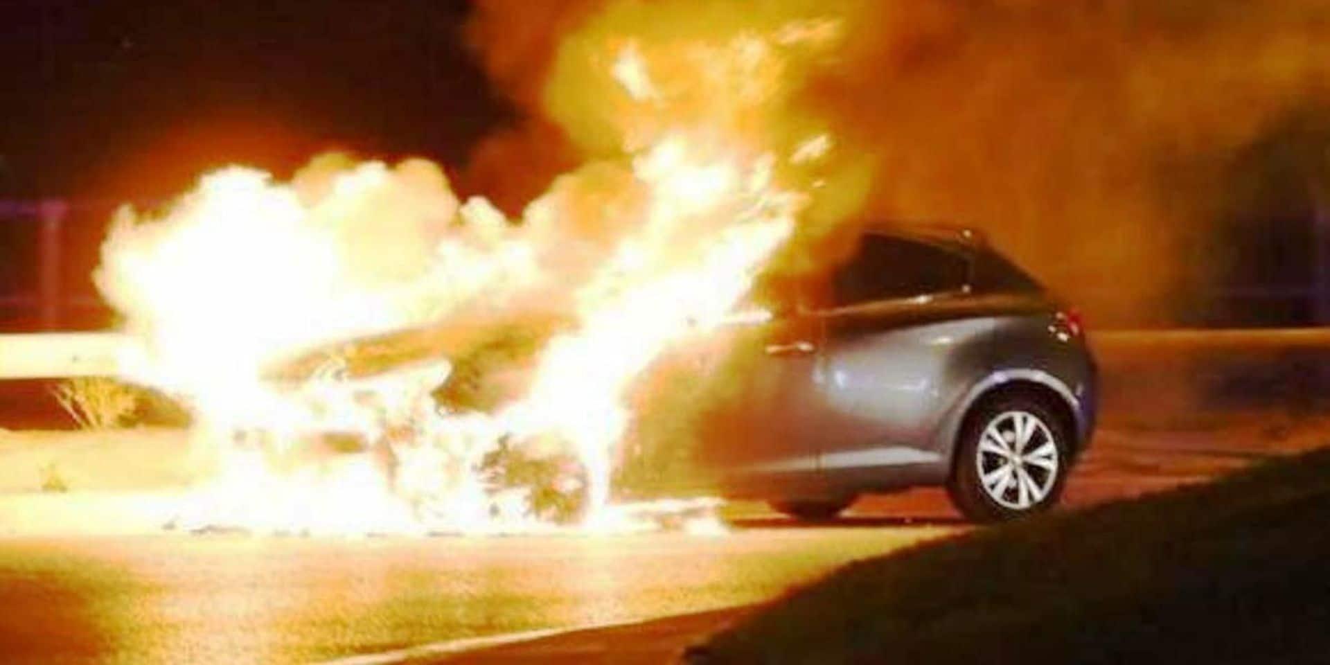 Feu de voiture au Thier de Luzery à Bastogne : un incendie volontaire