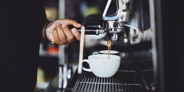 Elle paie par erreur 6.400 euros pour deux cafés et un chocolat - La DH