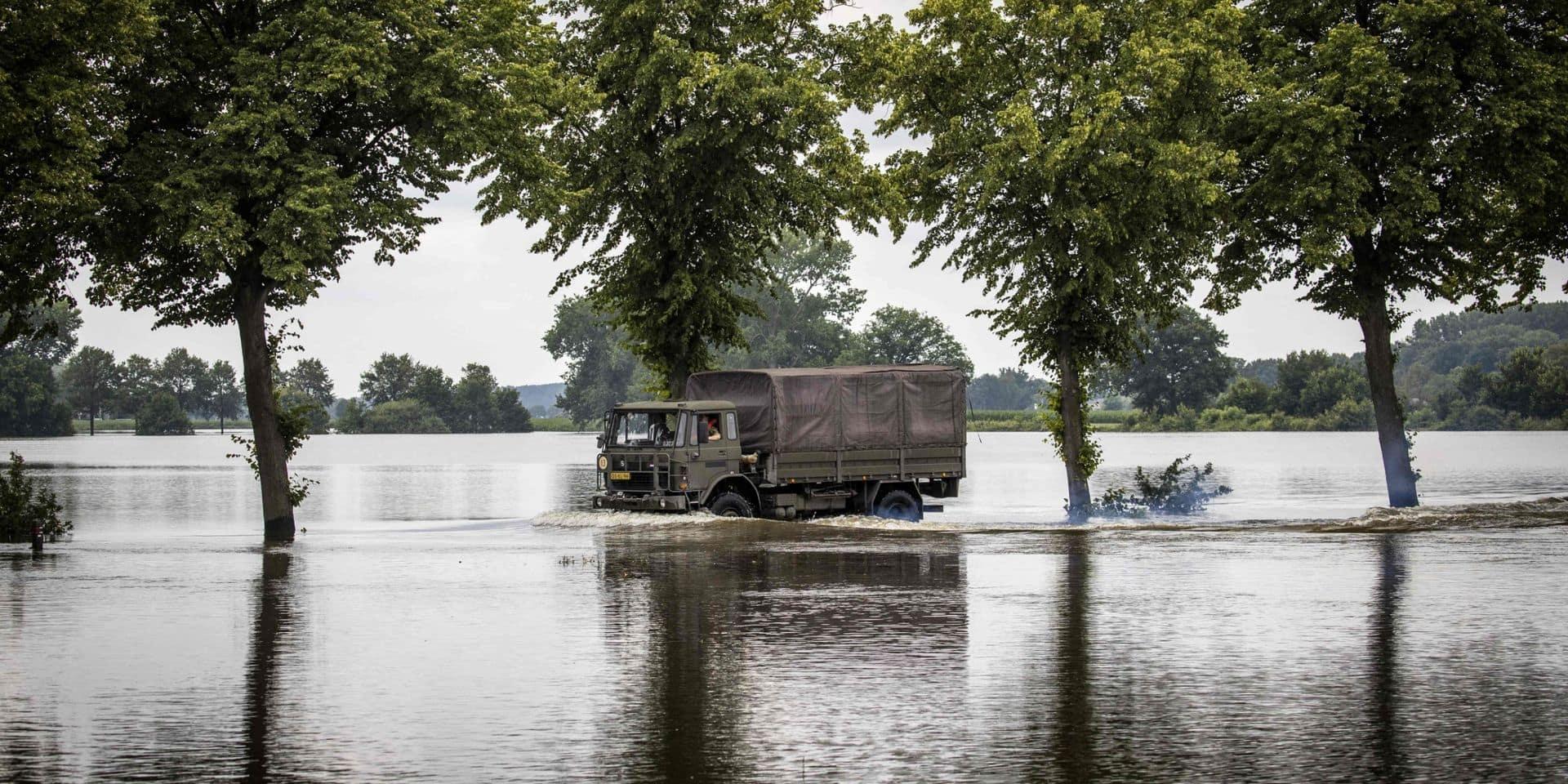Le débit de la Meuse met à un nu une partie de pipeline de naphte dans le Limbourg