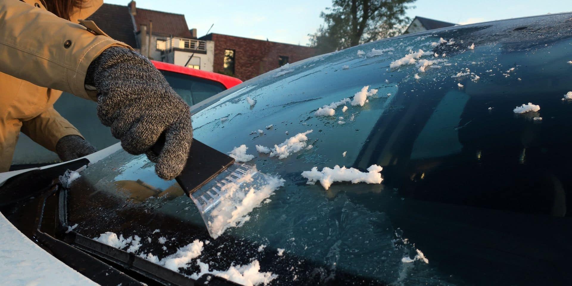 Laisser tourner son moteur pour réchauffer sa voiture : attention aux amendes