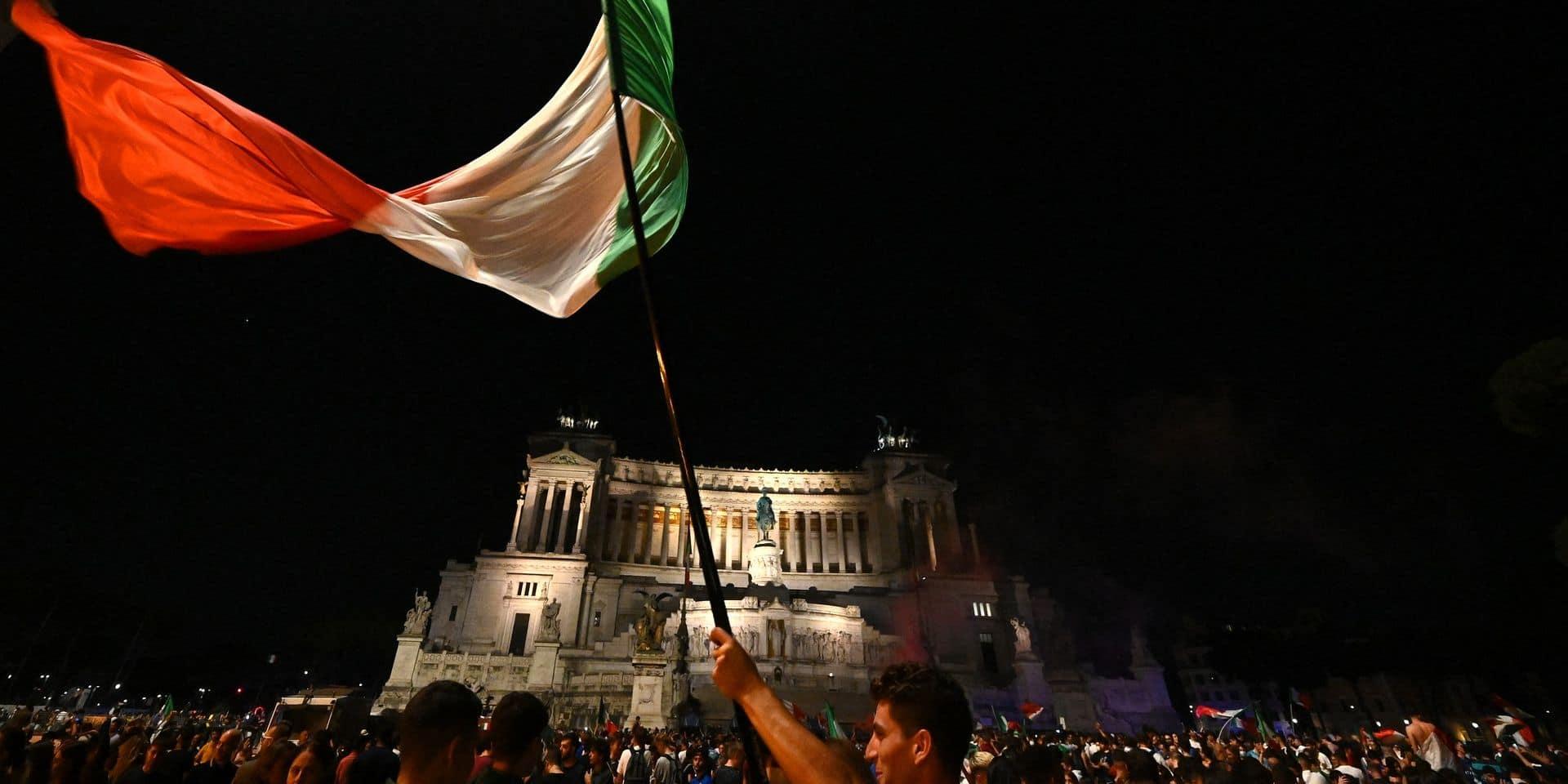 """Après leur sacre, les """"tifosi"""" expriment leur joie dans les grandes villes d'Italie"""