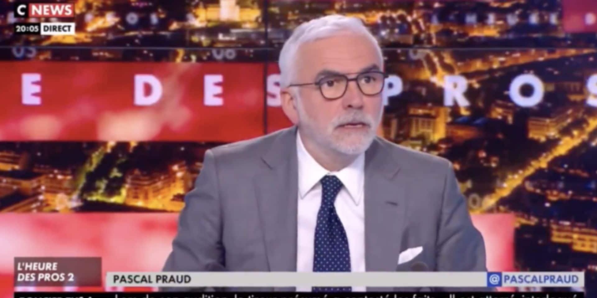 Malaise sur un plateau TV : Pascal Praud imite Chirac puis se rend compte qu'il est... en direct ! (VIDEO)