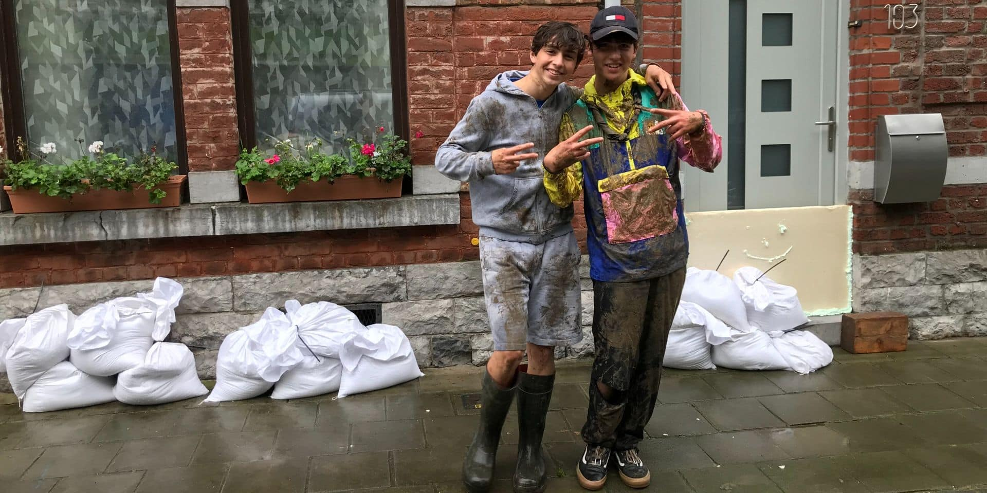 Les scouts dinantais viennent en aide aux sinistrés et à la commune