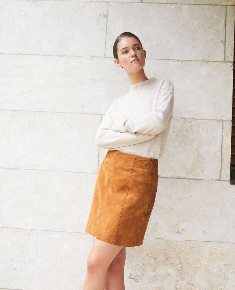 Jupe coupe droite en daim,                                                                                         Comptoir des cotonniers, 215 euros